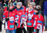 The Lillehammer youth ice hockey team carrying torches